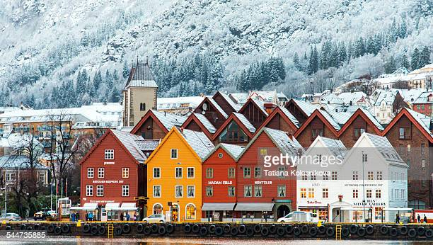 hanseatic houses in bryggen at winter. - norwegen stock-fotos und bilder
