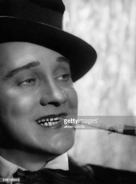 Hansen Max Actor singer Germany / Denmark *22121897 Scene from the movie 'Das haessliche Maedchen' published in 'Tempo' photo Willinger Directed by...