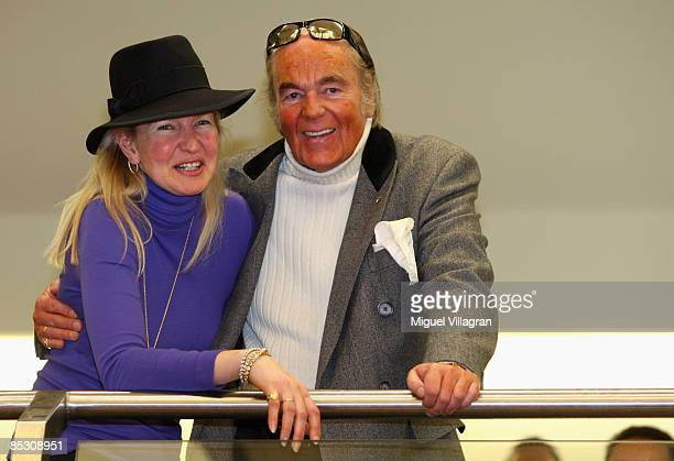 HansHermann Weyer and his wife Christina smile during the Helg Sgarbi trial on March 9 2009 in Munich Germany Sgarbi has been charged with...