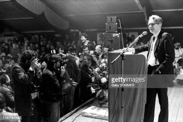 HansJochen Vogel membre du Parti socialdémocrate et candidat à la chancellerie lors d'un meeting pendant la campagne électorale en Allemagne en...