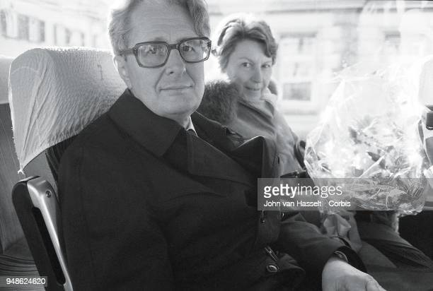 HansJochen Vogel top candidate of the SPD Social Democratic Party campaigns in a special electoral train Vogel Zug on January 29 1983 in Erlangen...