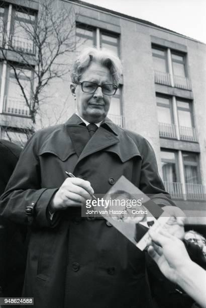 HansJochen Vogel top candidate of the SPD Social Democratic Party campaigns on January 29 1983 in Erlangen Bremen Frankfurt Bamberg Hof West Germany...