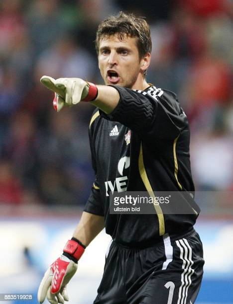 HansJörg Butt Torhüter Bayer 04 Leverkusen D mit ausgestrecktem Zeigefinger
