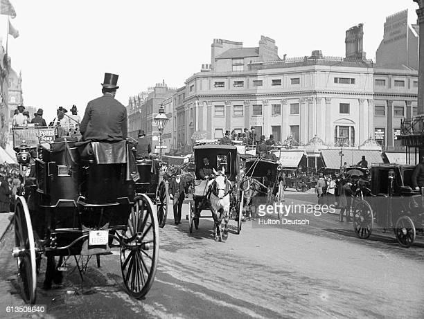 Hansom cabs in Regent Circus