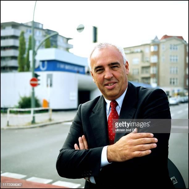 Hans-Reiner Schröder Leitung BMW Niederlassung Berlin beim Spaziergang mit Bernd Philip am Bayerischen Platz