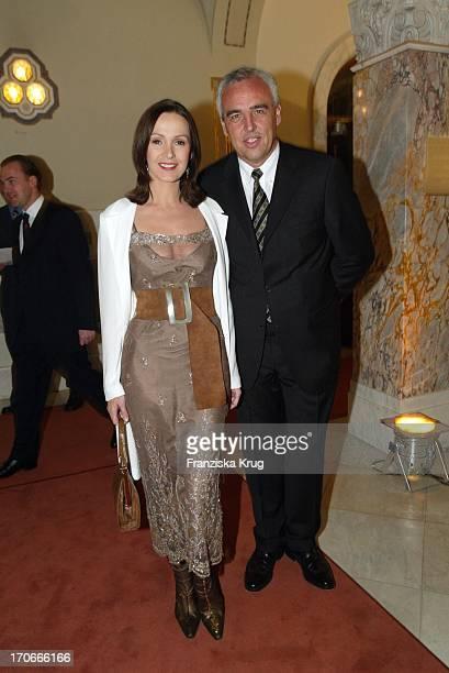 Hans-Reiner Schröder Und Schauspielerin Katja Flint Bei Der Bmw Meisterwerke Gala Im Schloss Faber-Castell In Stein Bei Nürnberg