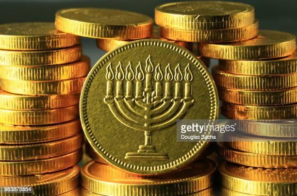 hanukkah gelt coins - judiskt museum bildbanksfoton och bilder