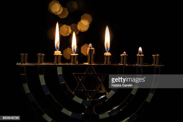 hanukkah menorah with candles - hanukkah imagens e fotografias de stock