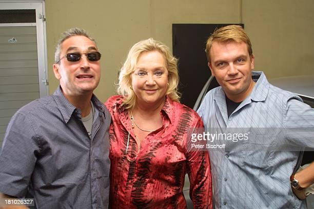 Hape Kerkeling Lebensgefährte Angelo Colagrossi Doris Kunstmann neben den Dreharbeiten zum Kinofilm Samba in Mettmann Düsseldorf Schauspieler...