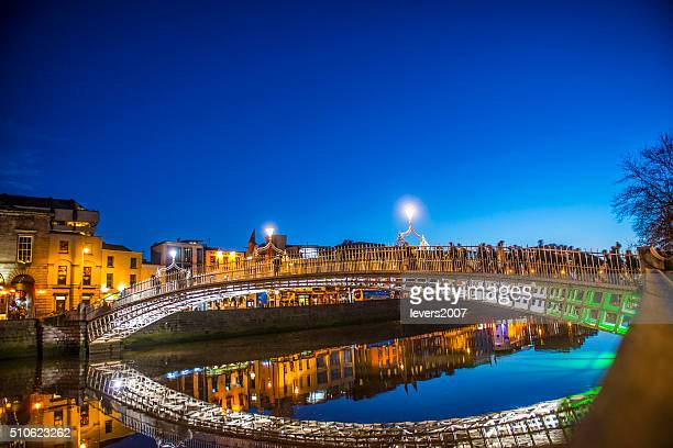 ha'penny bridge dublin - dublin stock pictures, royalty-free photos & images