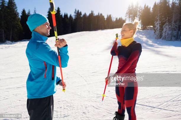 bonheur avant le ski - serbie photos et images de collection