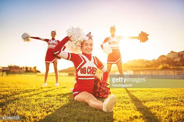 Glück Cheerleader posieren mit pon-Pan