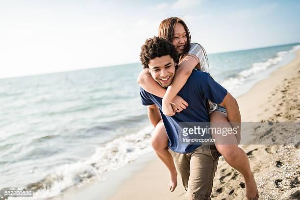 幸せなカップルには、海辺