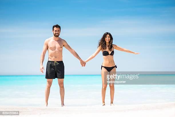 Felicidad Pareja en la playa