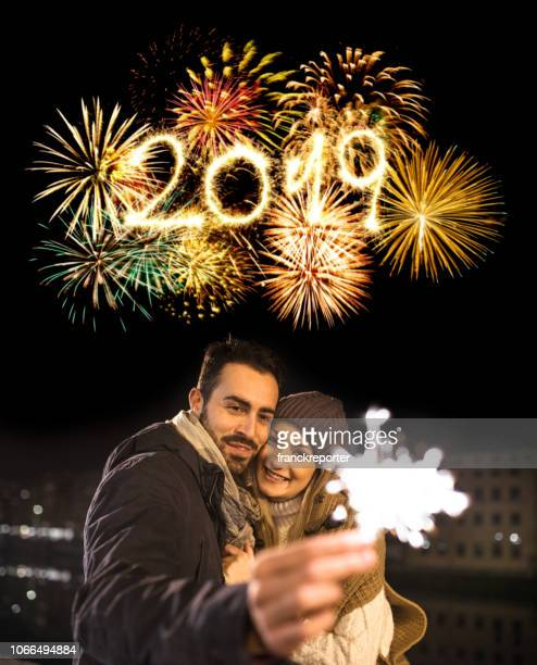 happiness couple celebrate the new year with spark - 2019 foto e immagini stock