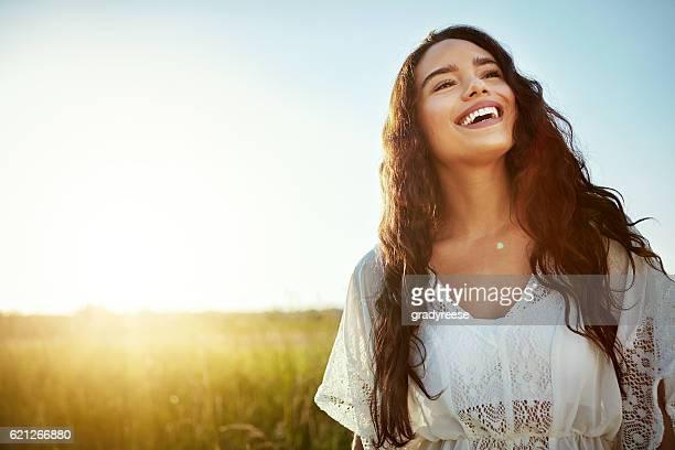 a felicidade é um dia na natureza - cabelo preto - fotografias e filmes do acervo