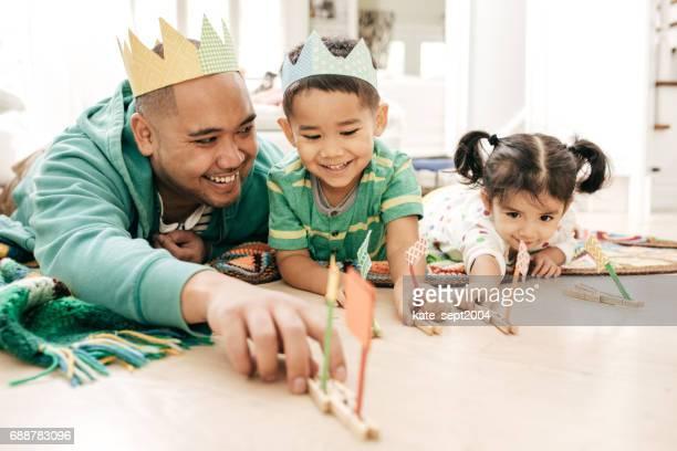 felicidade de ser pai - etnia ibérica - fotografias e filmes do acervo