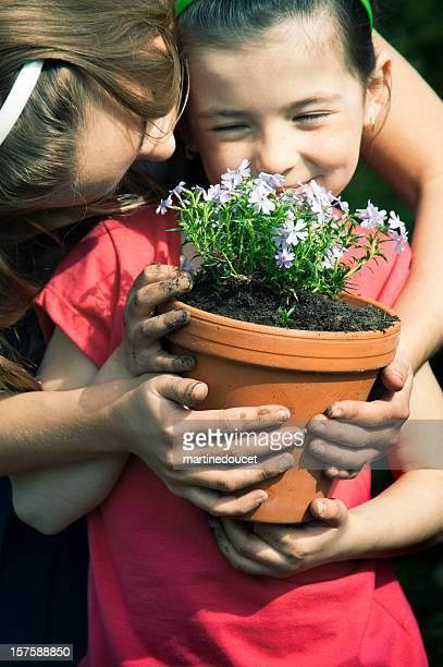 """happy and friendly young gardeners. - """"martine doucet"""" or martinedoucet stockfoto's en -beelden"""