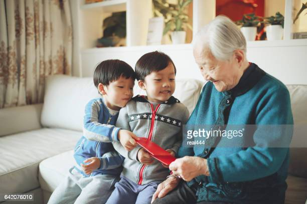 happy asian family, in the new year - chinese new year stock pictures, royalty-free photos & images