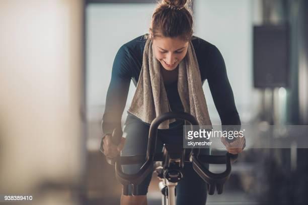 happy athletic woman cycling on exercise bike in a gym. - rotazione di 360 gradi foto e immagini stock