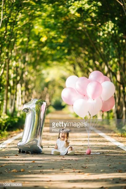 happy baby girl celebrating a birthday - first birthday imagens e fotografias de stock