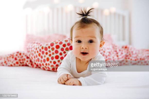glückliches baby - niedlich stock-fotos und bilder