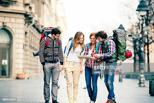 Feliz Backpackers en la ciudad.