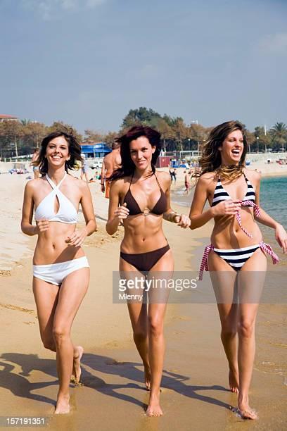 happy beach girls