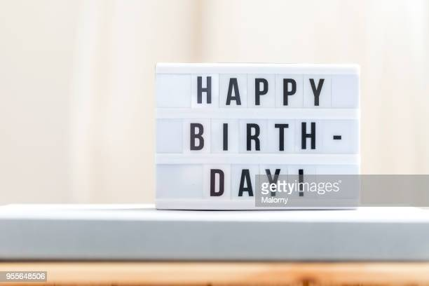 happy birthday: happy birthday sign. - jahrestag stock-fotos und bilder