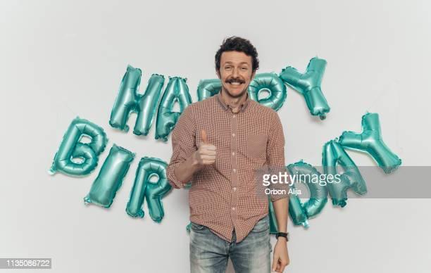 signe de joyeux anniversaire - anniversaire humour photos et images de collection