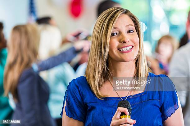 happy blond reporter smiling - american tv presenters stock pictures, royalty-free photos & images