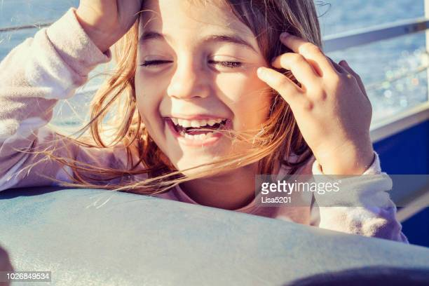 heureux boater - ferry photos et images de collection
