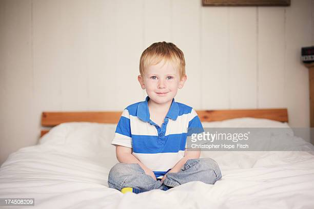 happy boy - ボーダーシャツ ストックフォトと画像