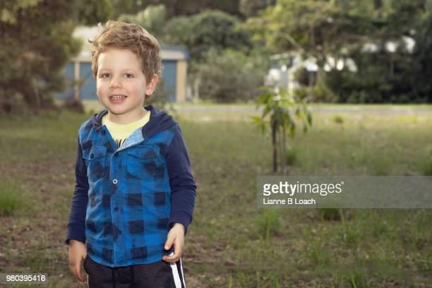 happy boy - lianne loach fotografías e imágenes de stock