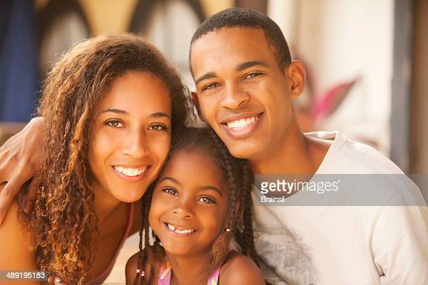 feliz familia de brasil - cultura brasileña fotografías e imágenes de stock