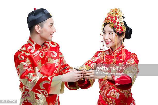 happy bride and groom drinking - phoenix marie photos et images de collection