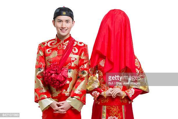 happy bride and groom - phoenix marie photos et images de collection