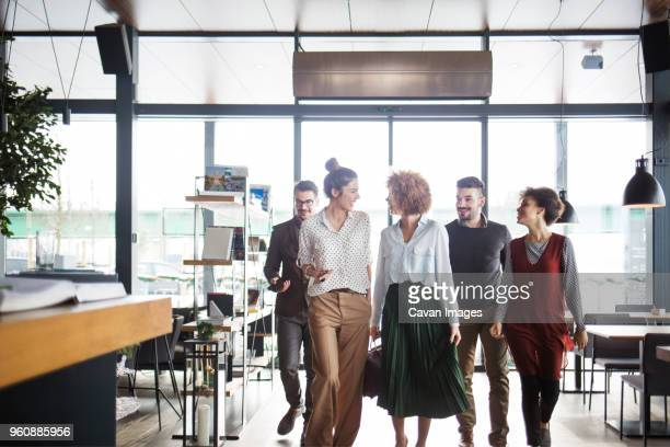 happy business people entering restaurant - 入る ストックフォトと画像