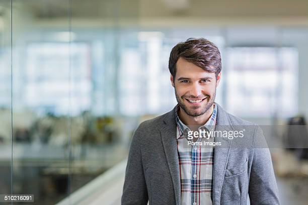 happy businessman in creative office - vestuário de trabalho formal - fotografias e filmes do acervo
