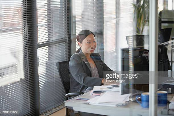 happy businesswoman - oliver eltinger stock-fotos und bilder