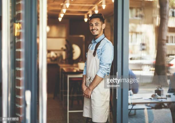 Café feliz propietario