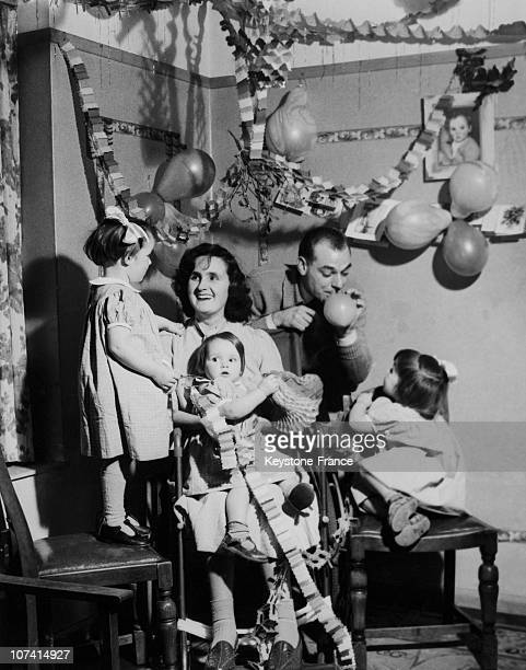 Happy Christmas Party For The Connolly Family Mrs Dorothy Connolly Stroken With Polio And Encased In The Iron Lung Has Returned Just In Time For The...