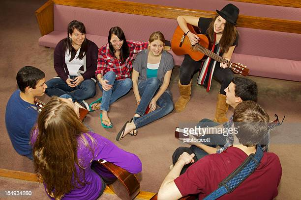 happy church youth group - kerk stockfoto's en -beelden