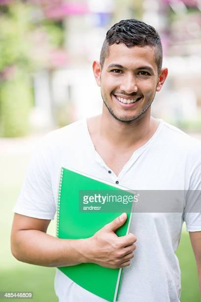 Feliz estudiante universitario