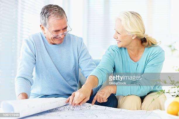 Glückliches Paar diskutieren, Technische Zeichnung