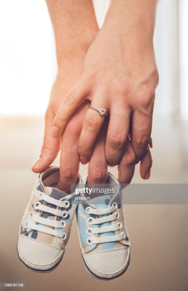 Happy couple expecting baby : Stock Photo