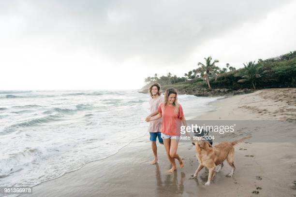 happy couple of 35 years old professionals having vacations on caribbean - 30 39 years imagens e fotografias de stock