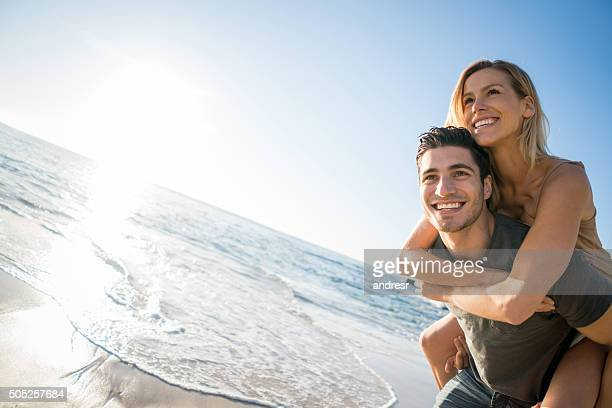 happy couple on hoplidays at the beach - heterosexual couple stock pictures, royalty-free photos & images