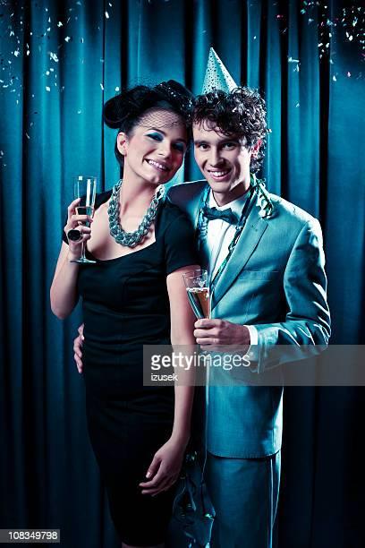 happy couple on new year's eve - izusek stockfoto's en -beelden