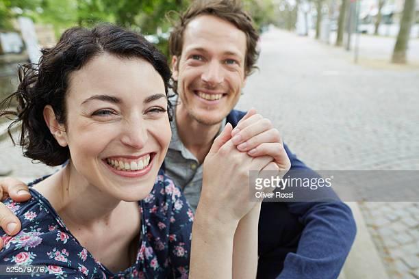 happy couple outdoors - 35 39 jahre stock-fotos und bilder